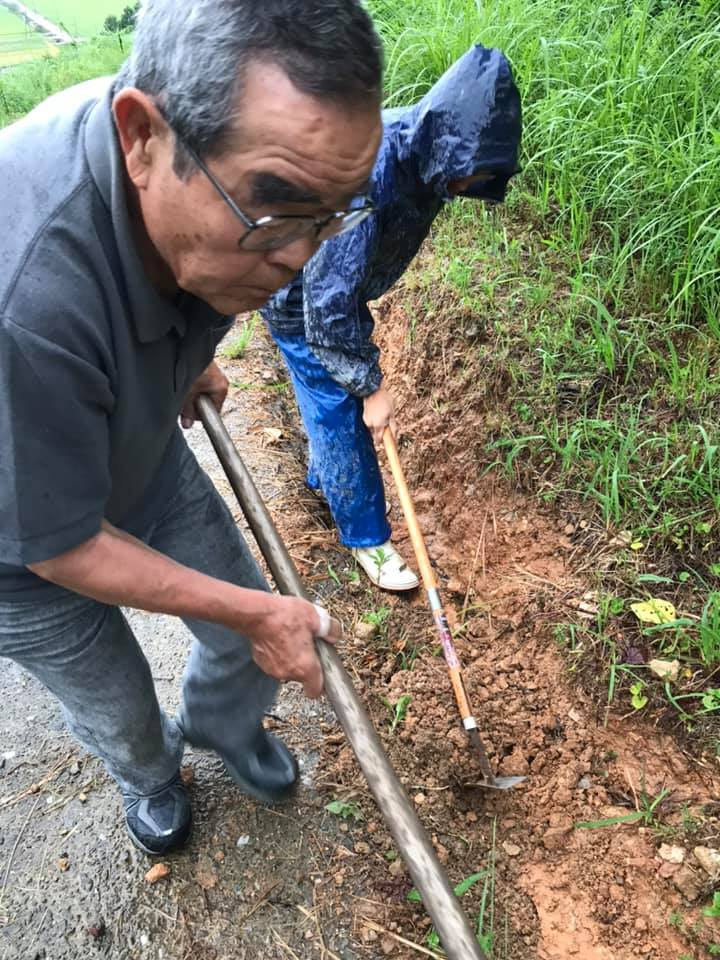 「雨の日の排水溝点検」